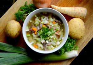 Betasuppe-småsuppe-småmat-kjøttsuppe-svineknoke-grønsaker_1000
