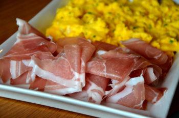 Tørrsalta spekeskinke-jamon-prosciutto-oppskjært med eggerøre_1000