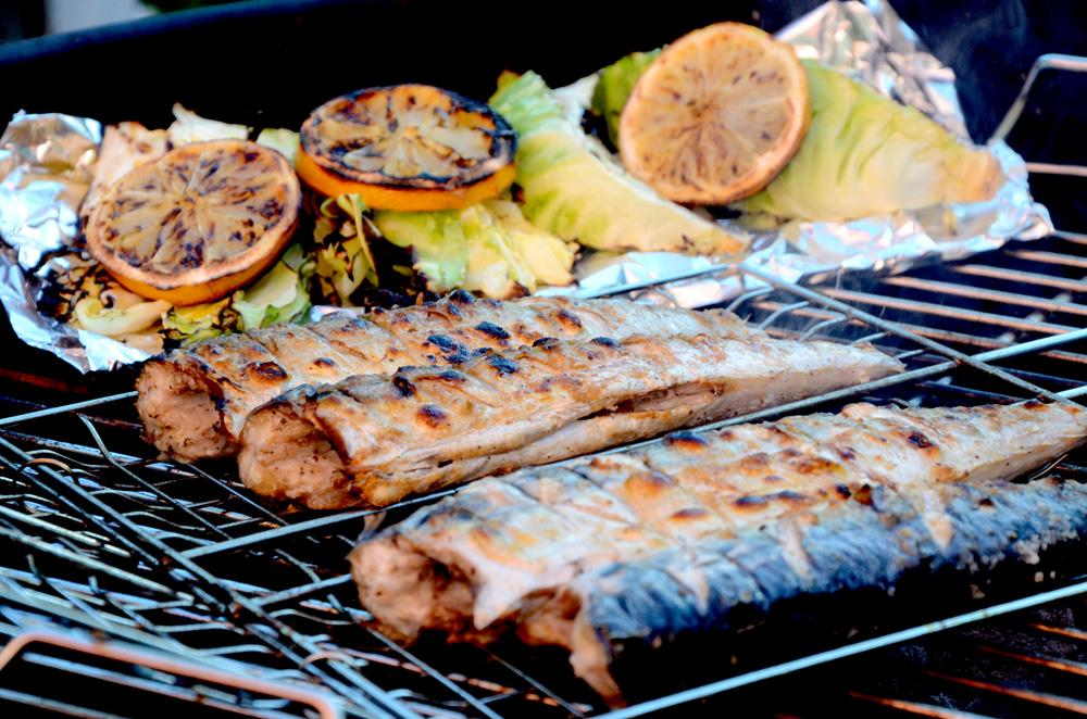 Grilet makrell-grillet pir-sommerkål-nykål-nypoteter-sitron-2_1000