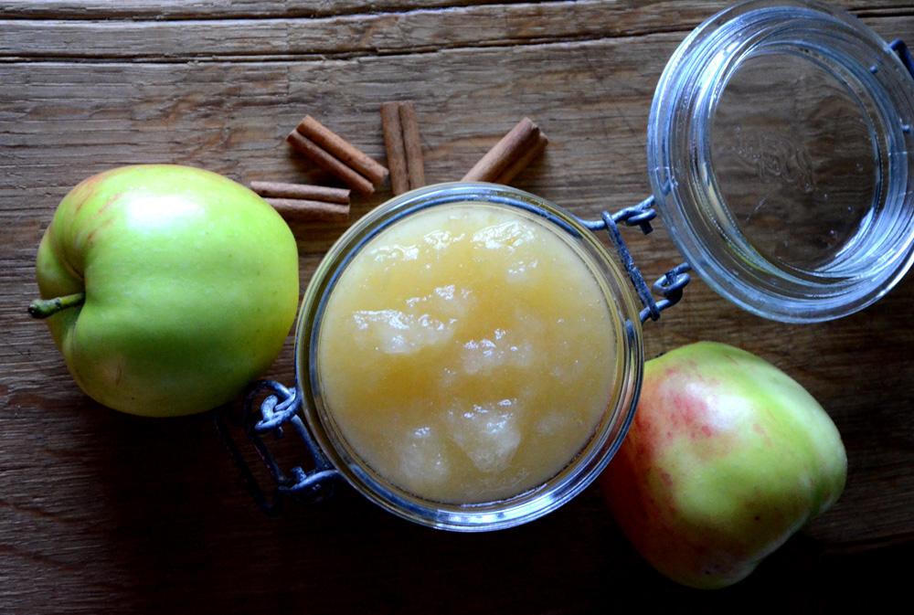 Slik lager du eplemos med kanel_1000