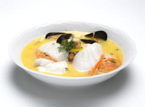 Syrlig fiskesuppe med smørflyndre