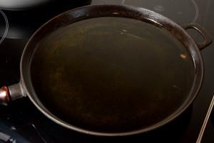 Hvordan reparere steikepanna jern-oljetriks_600