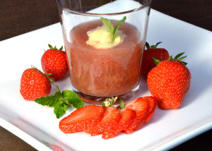 Rabarbrasuppe med asiatisk vri-hjemmelagd vaniljeis_600