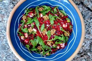 Bulgursalat-couscoussalat med rødbete-rødløk-eple-ruccola_1000