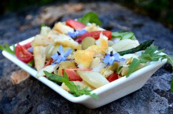 Klippfisksalat-tørrfisksalat-med asparges-tomat-bak sjalottløk_1000