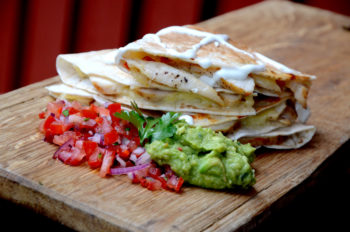 Quesadilla-med-kylling-og-guacamole_1000